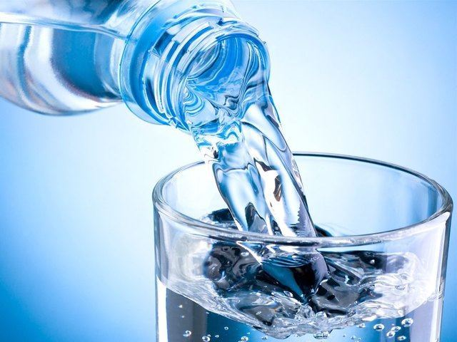 How Drinking Water May Help You Lose Weight